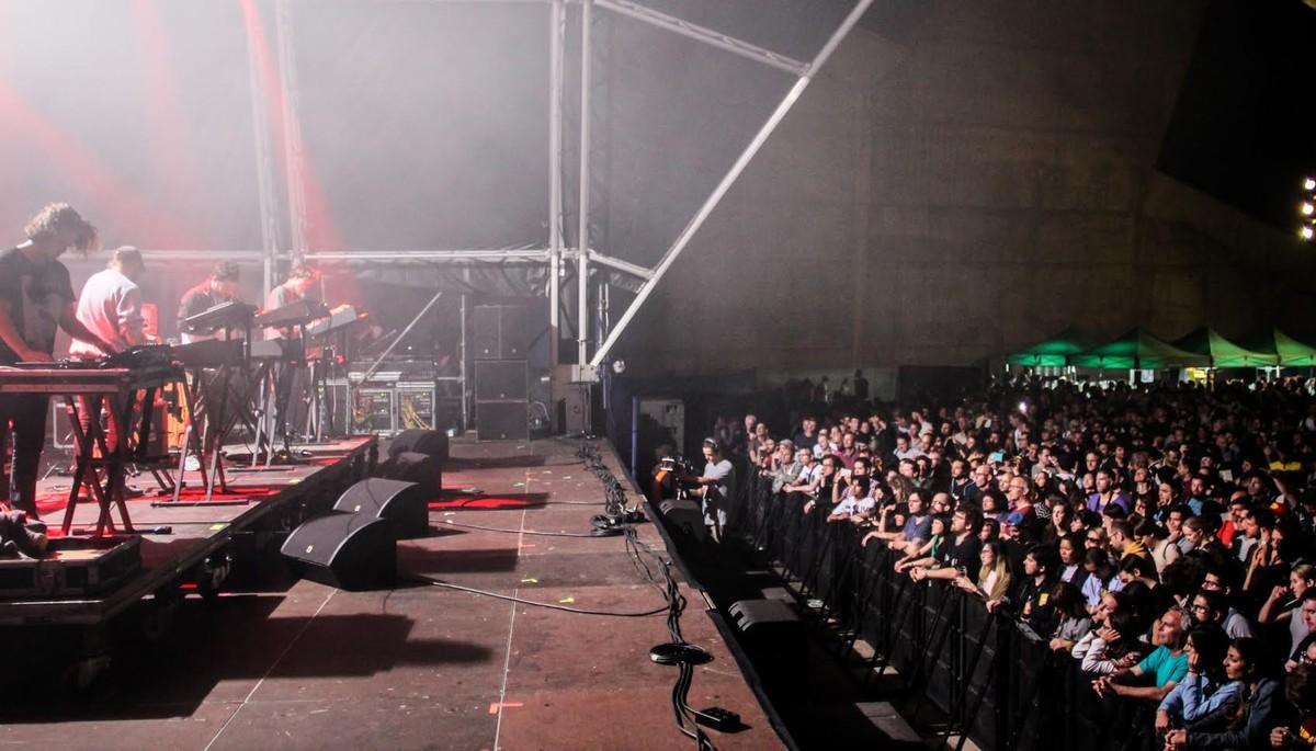 Un momento de la actuación de S U R V I V E en el Primavera Sound.