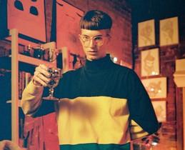 Gus Dapperton, brindis pel pop efervescent de l'heroi 'nerd'