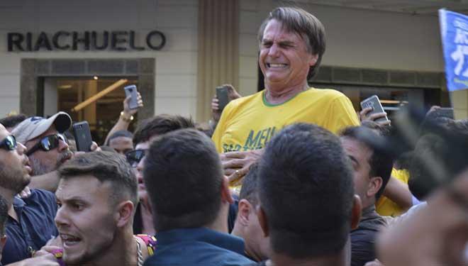 Jair Bolsonaro continua hospitalitzat i l'atemptat va augmentar la tensió electoral al Brasil