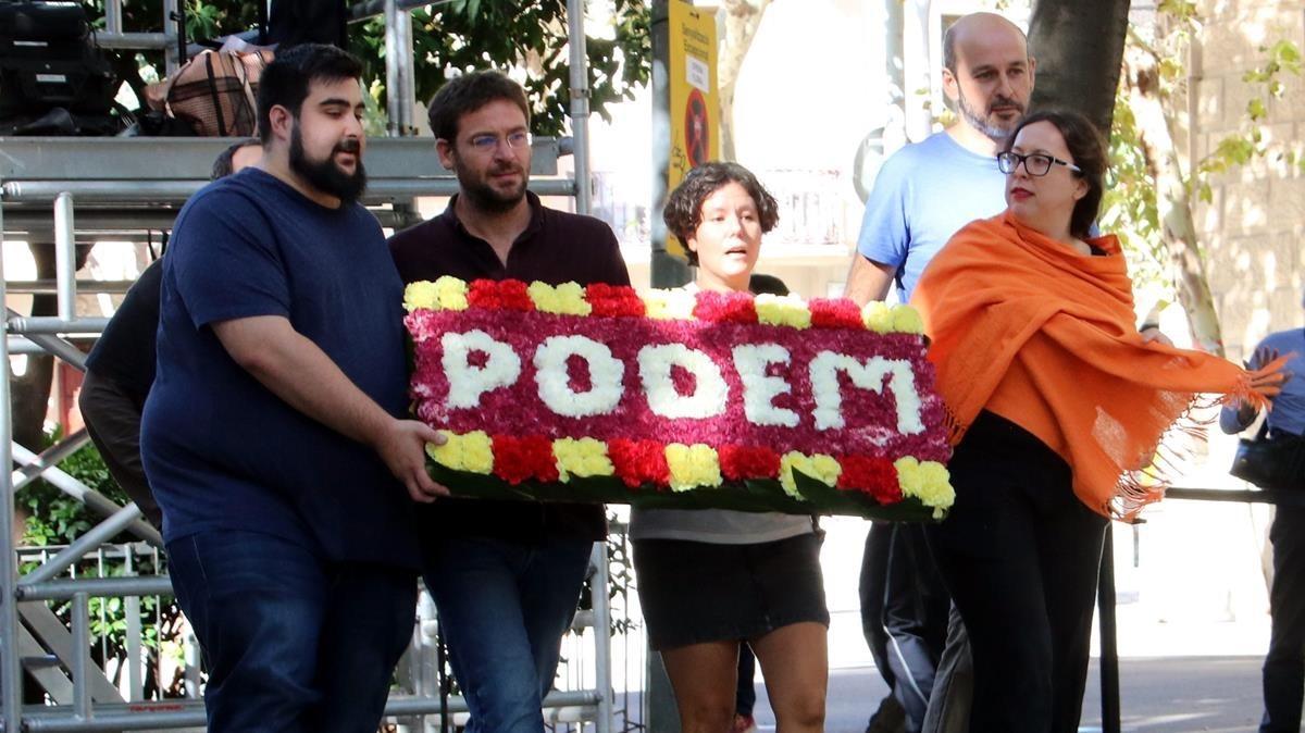 Podem al monument de Rafael Casanova. PERE FRANCESH / ACN