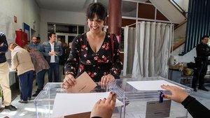 La líder de Podemos Andalucía vota el pasado 28 d eabril en Cádiz