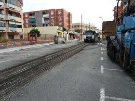 Proceso de asfaltado de la calle Santiago Rusiñol con Av.Anselm de Riu de Santa Coloma de Gramenet.