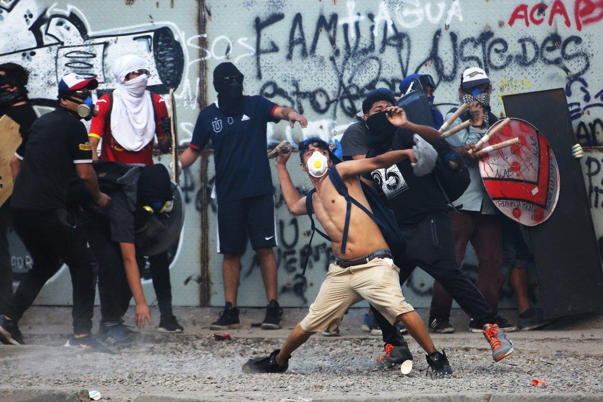 Congregados en la Plaza Italia, el epicentro de las protestas durante las últimas siete semanas, los manifestantes hicieron una demostración de fuerza.
