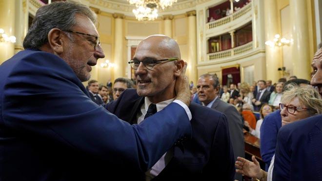 Raül Romeva, recibido con aplausos por los independentistas en el Senado.