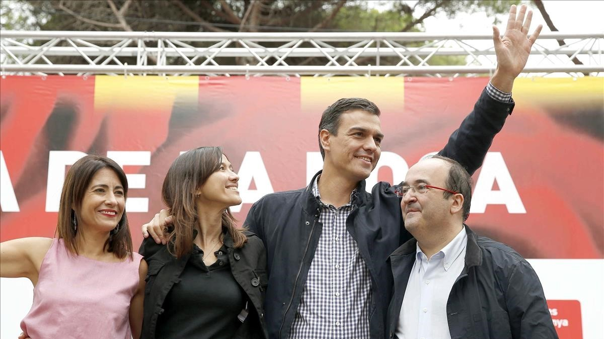 Las alcaldesas de Gavà, Raquel Sánchez, y Santa Coloma de Gramenet, Núria Parlon, con Pedro Sánchez y Miquel Iceta, en un acto el año pasado.