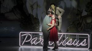 Celso Albelo (Fausto), Silvia Tro Santafé (Margarita) y Rubén Amoretti (Mefistófeles), en La damnation de Faust, en el Palau de les Arts de Valencia.