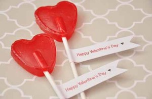 Las tradicionales piruletas son un recurso perfecto para una declaración amorosa por San Valentín.