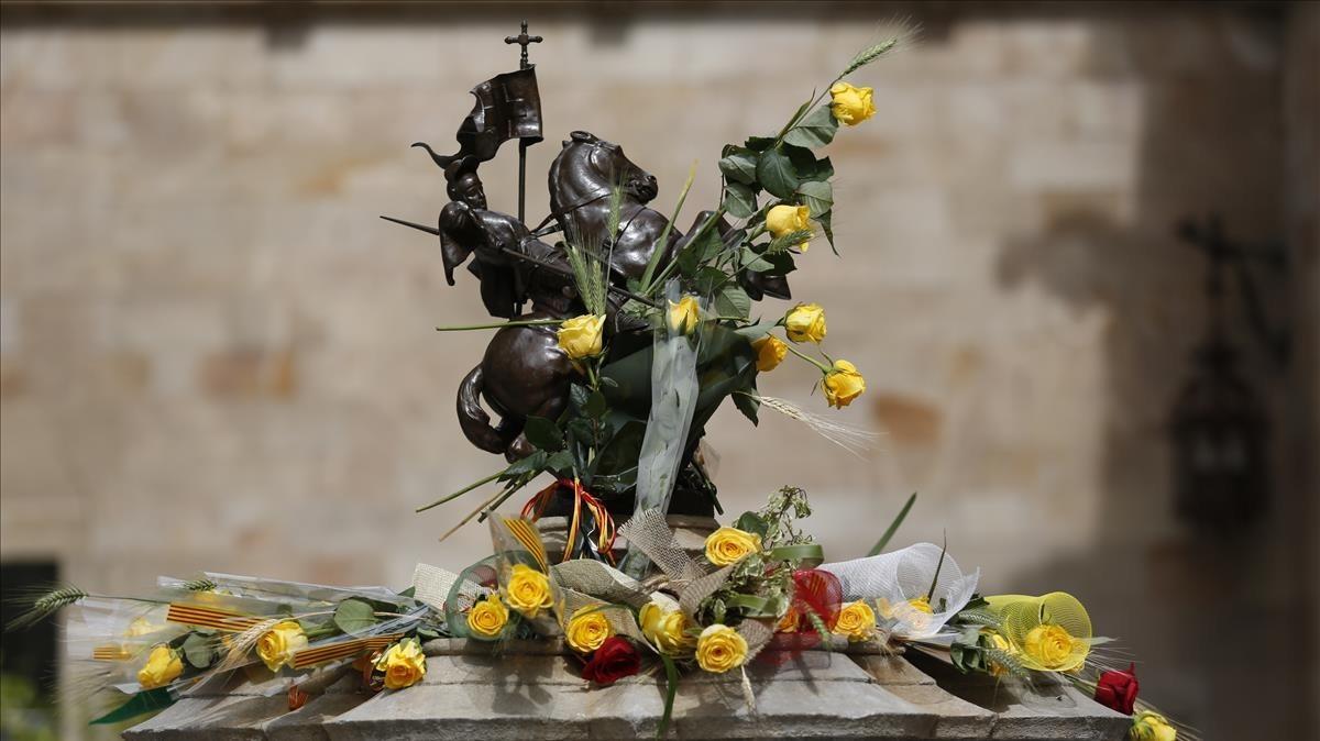 La escultura del Sant Jordi que preside el Pati dels Tarongers.