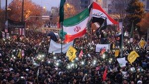 Concentración en la ciudad iraní deMashhad, al noreste del país, en las ceremonias de homenaje al generalQasim Soleimani.