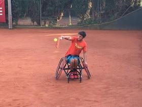 Un tennista cordovès denuncia que li impedeixen volar per anar en cadira de rodes