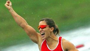 Teresa Portela celebra una de sus medallas de oro en un Mundial de K1 200m.