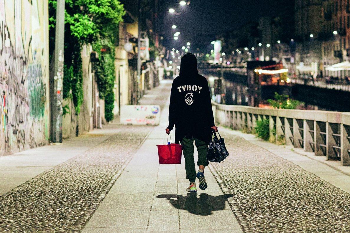 Tvboy, listo para dejar su sello arte en las calles de la ciudad.