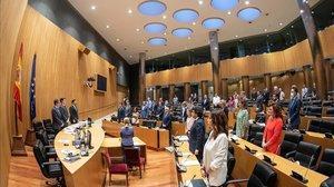 Los diputados de la comisión de reconstrucción han empezado la sesión con un minuto de silencio en recuerdo por las víctimas del covid.
