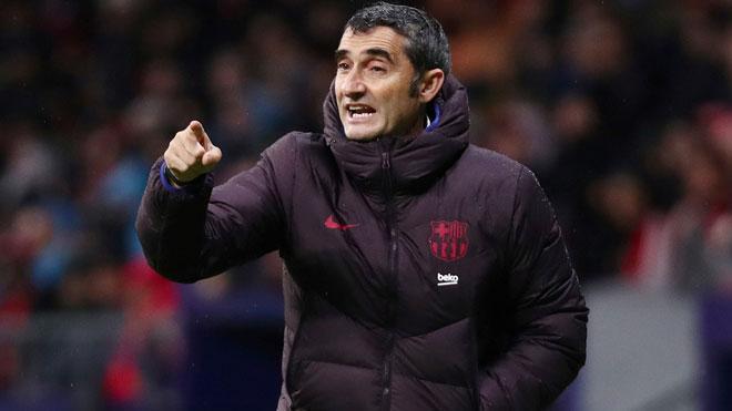 Valverde se despide de los jugadores del Barça en la Ciudad Deportiva.
