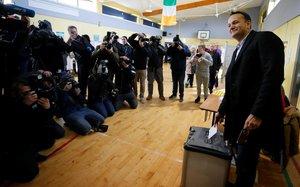 Varadkar, primer ministro de Irlanda, vota en Dublín.