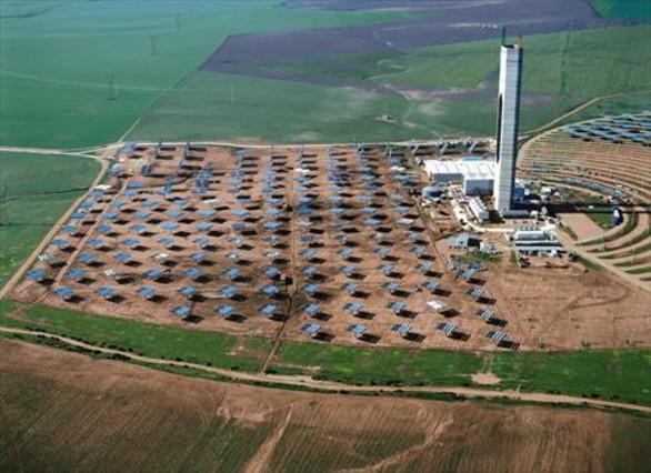 Vista aérea de la planta termosolar de Abengoa en Sanlucar la Mayor, Sevilla.
