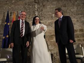 Sor Lucía Caram, entre el alcaldable de CiU por Barceloba, Xavier Trias, y el 'president' Artur Mas.