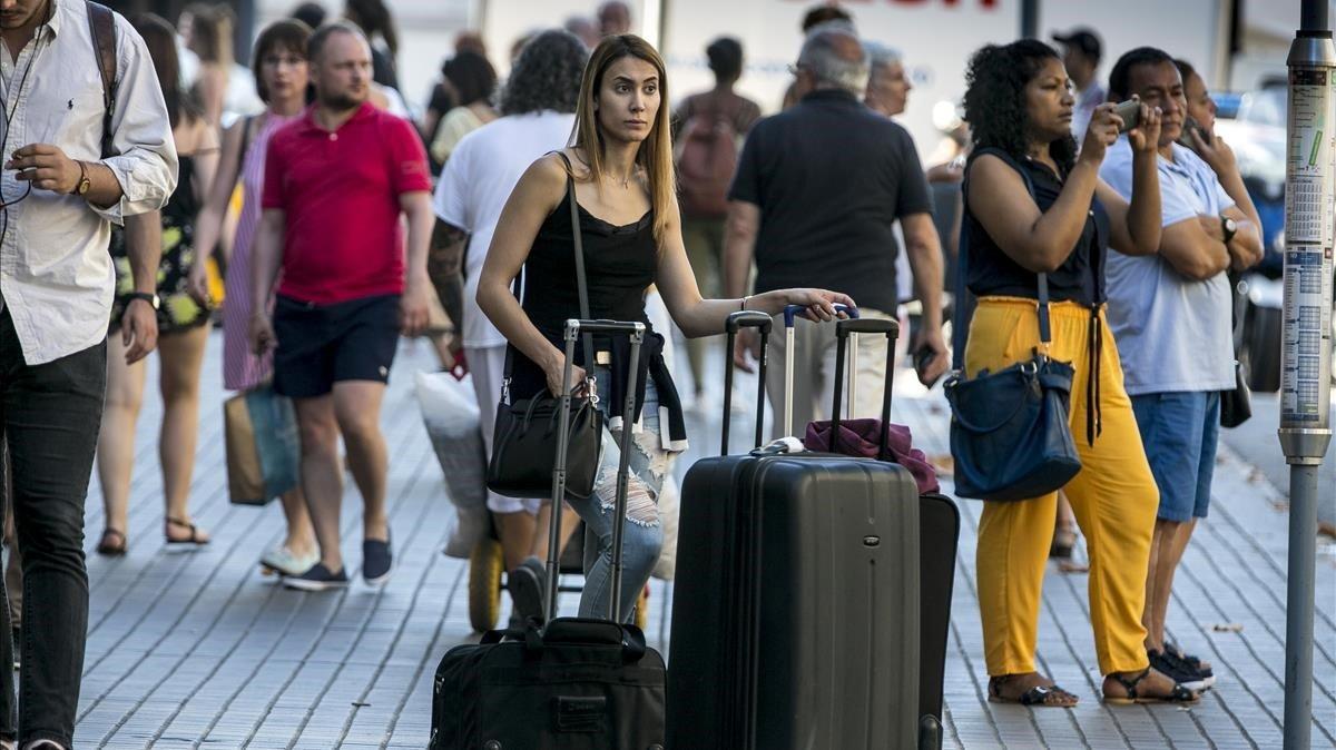 Turistas en la Rambla, en agosto del 2018.