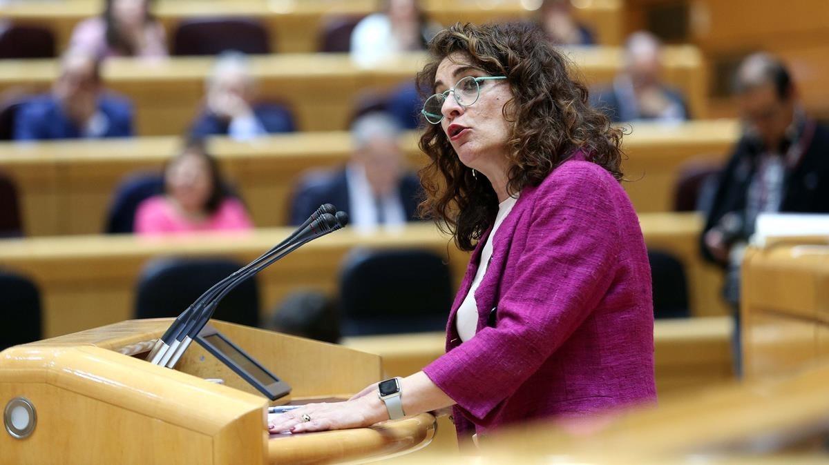 La ministra de Hacienda, María Jesús Montero, durante el debate de los Presupuestos en el pleno del Senado.