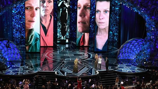 Frances McDormand hace un discurso tras recibir el Oscar a la mejor actriz por Tres anuncios en las afueras, en marzo del 2018.