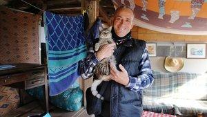 Jordi es una de las personas que vive en una caseta, contruida por él mismo, en la parcela privada del Parque de la Mediterránea.