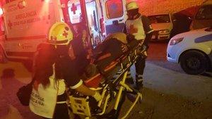 Socorristas auxilian a heridos en el tiroteo en un bar de la ciudad de Salamanca (Guanajuato) del 9 de marzo.