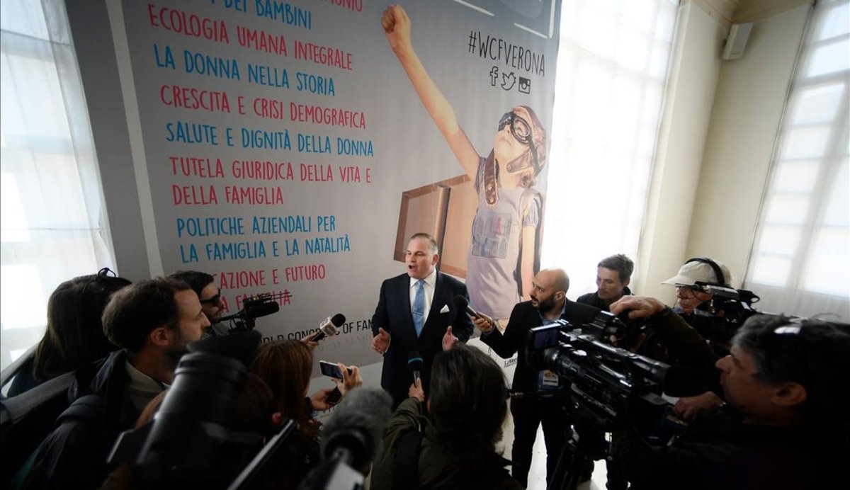 Els ultres de la política i de la religió se citen a Verona