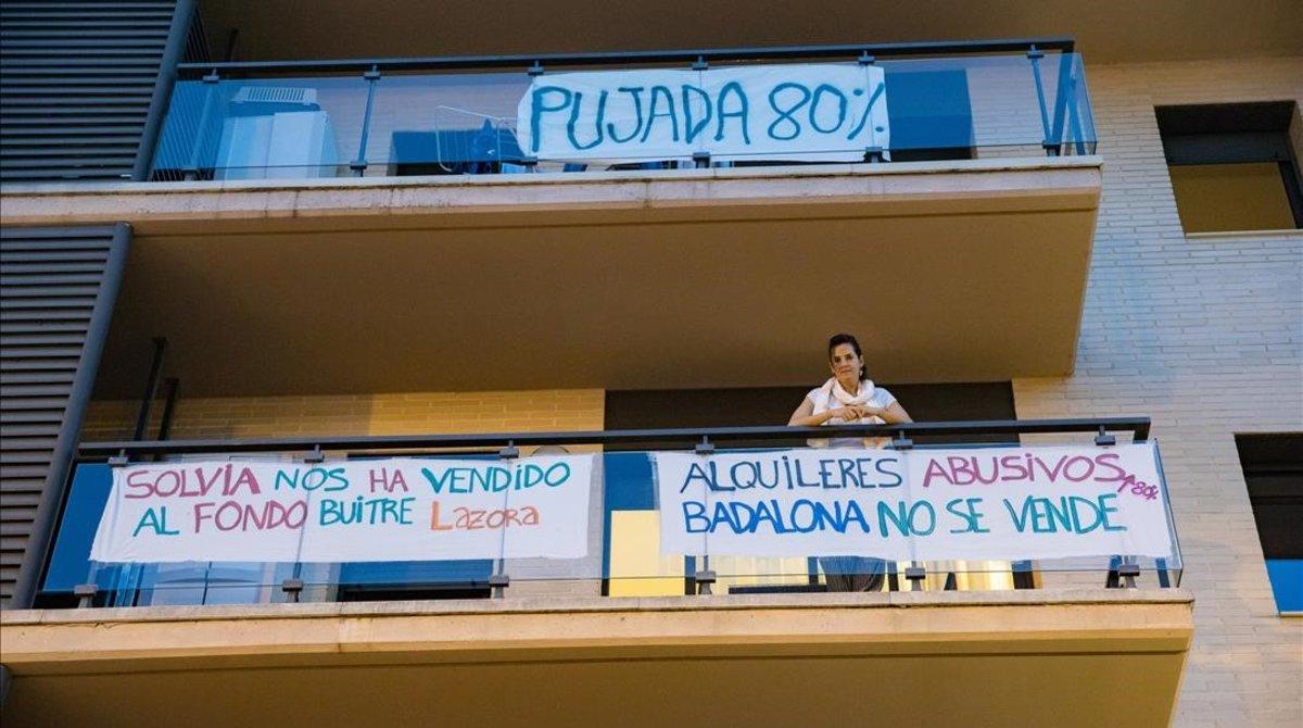 Pancartas reivindicativas en los bloques afectados, la semana pasada.