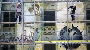Barcelona esborra el gran mural de La Carboneria, icona de l'art de carrer