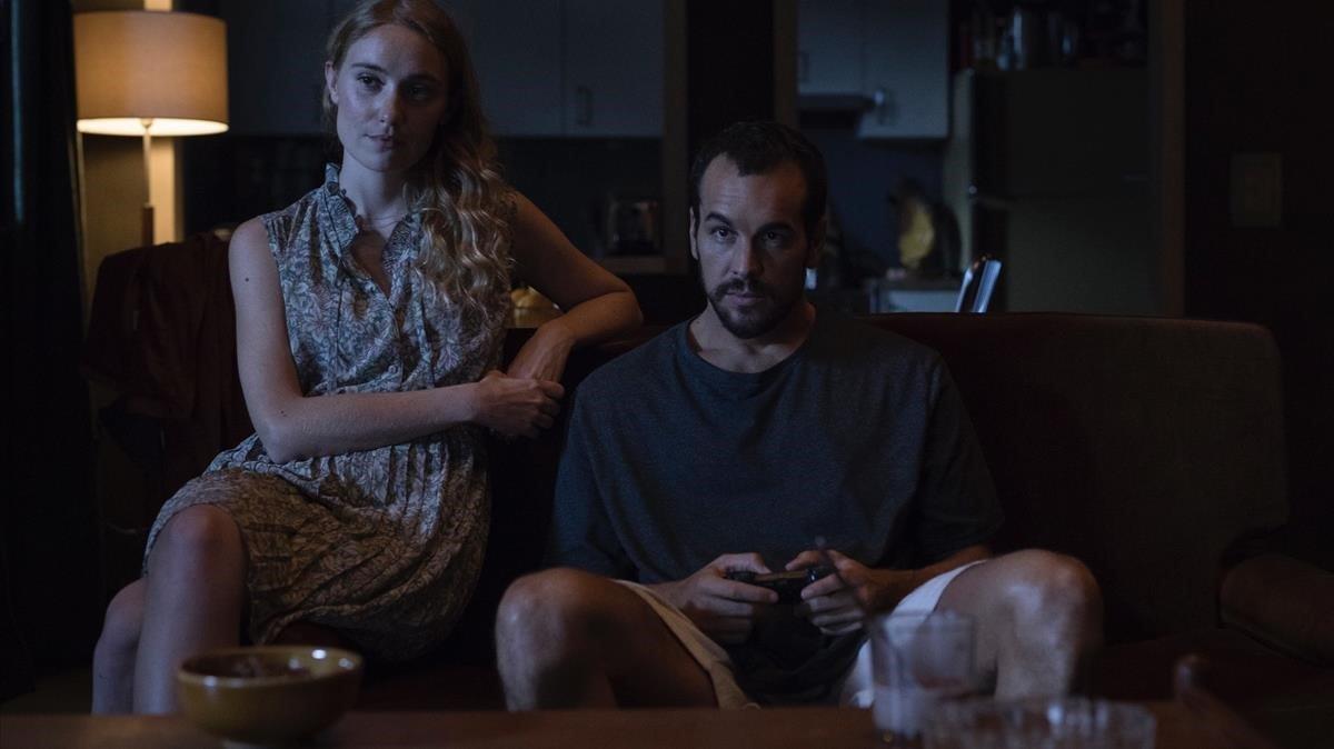 Déborah François y Mario Casas en 'El practicante'.