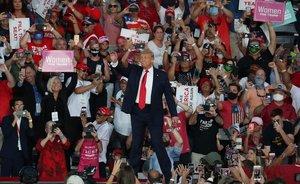 Donald Trump, a su llegada a un acto de campaña en Sanford, Florida, el 12 de octubre.