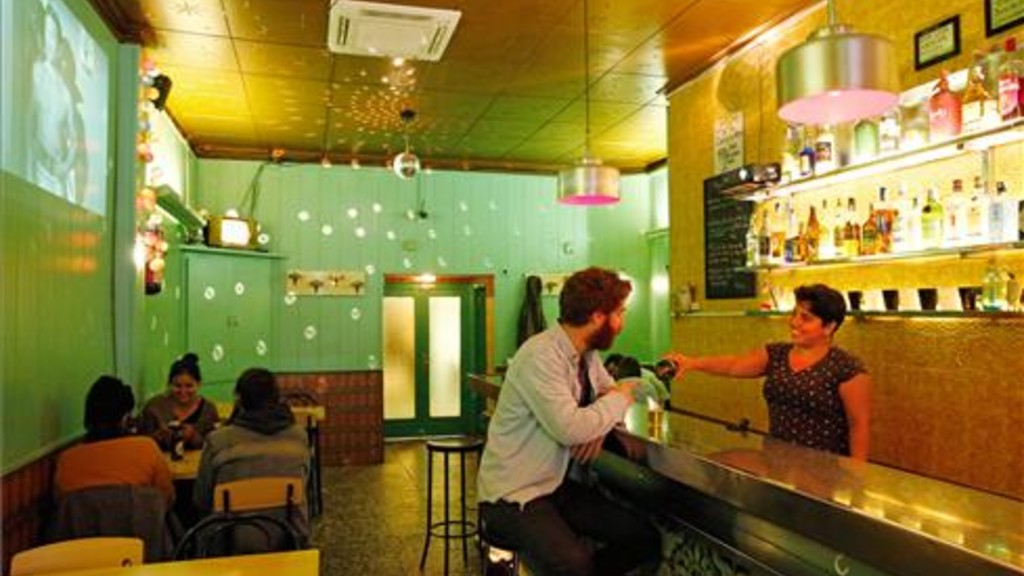 10 bares tradicionales de barcelona - Calle manso barcelona ...