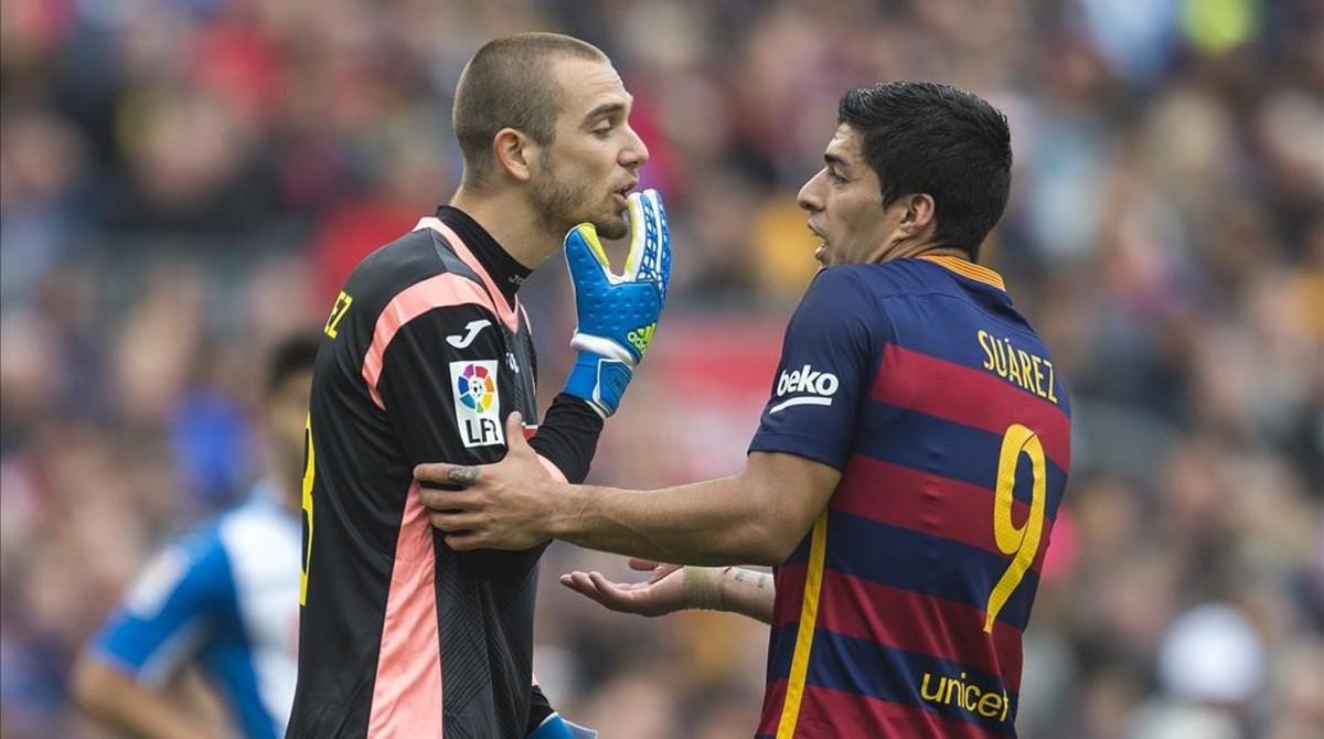 e6582c2204 Pau López se encara con Suárez en un derbi de la pasada temporada.