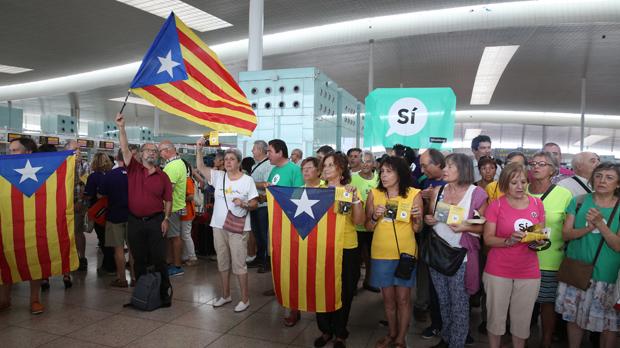 Manifestació membres de lANC a la Terminal 1 de laeroport del Prat