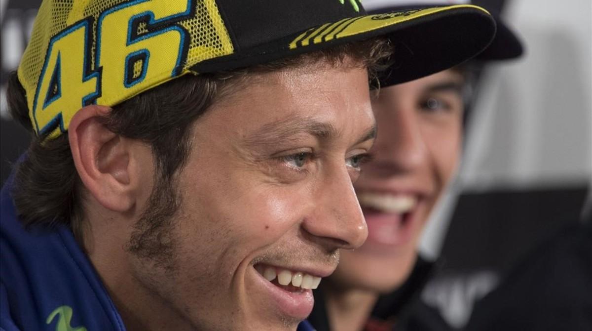 Valentino Rossi y Marc Márquez se parten de risa en una conferencia de prensa del Mundial de MotoGP.