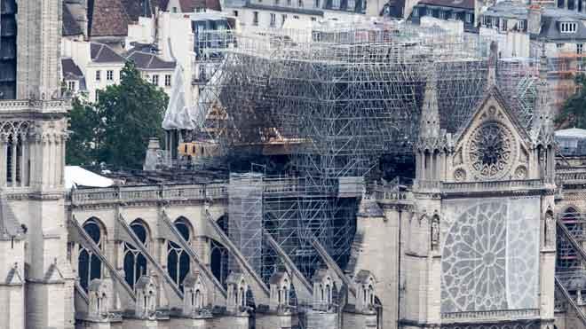 Burilles, cables elèctrics i altres fallades de seguretat a Notre-Dame