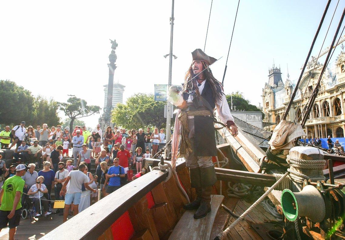 Jack Sparrow atraca en el puerto de Barcelona.
