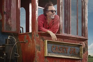 Tim Burton, durante una pausa en el rodaje del filme.