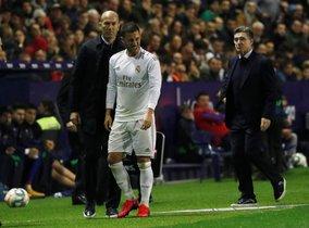 Eden Hazard se retira dolorido este sábado del partido del Madrid ante el Levante.