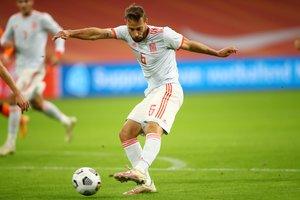 Canales golpea para marcar el gol de España ante Países Bajos.