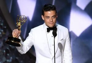 Rami Malek, con el Emmy a mejor actor por su trabajo en Mr. Robot.