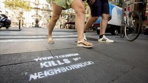 Pintadas en la Barcelona, ya en el 2016, contra la gentrificación y la sobreexplotación del barrio.