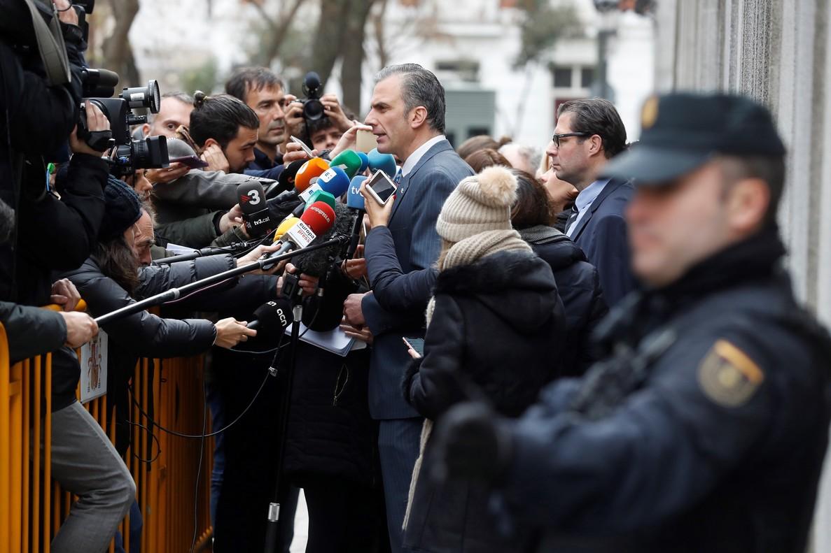 El abogado y secretario general de Vox, Javier Ortega, en las puertas del Tribunal Supremo.