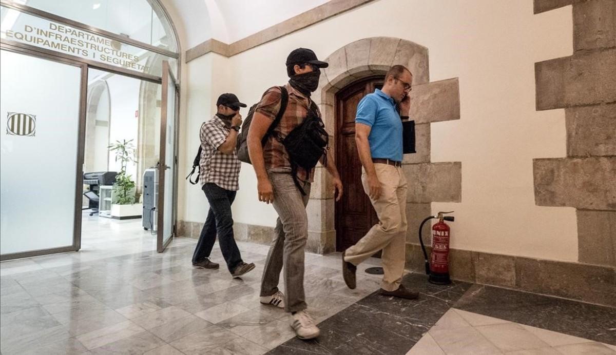 Agentes de la Guardia Civil, en el Parlament, el pasado 20 de julio.