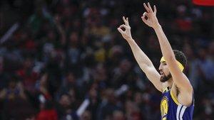 Klay Thompson trenca el rècord de triples en el triomf dels Warriors