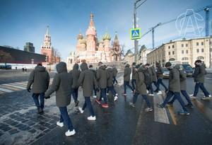 Los jugadores del Athletic pasean por el centro de Moscú.