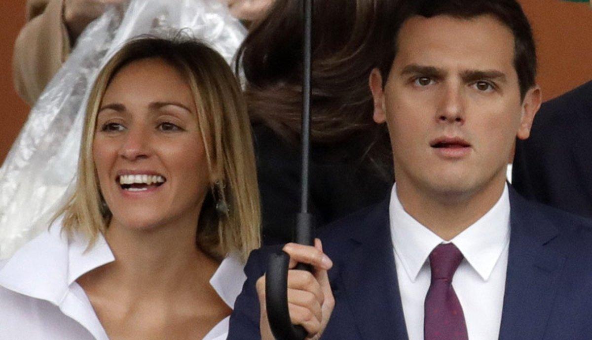 Albert Rivera y Beatriz Tajuelo, antes del acto central de la Fiesta Nacional del 2016, en Madrid.