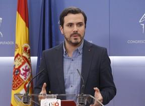 El portavoz parlamentario de Izquierda Unida Alberto Garzón durante la rueda de prensa que ofreció este jueves en el Congreso.