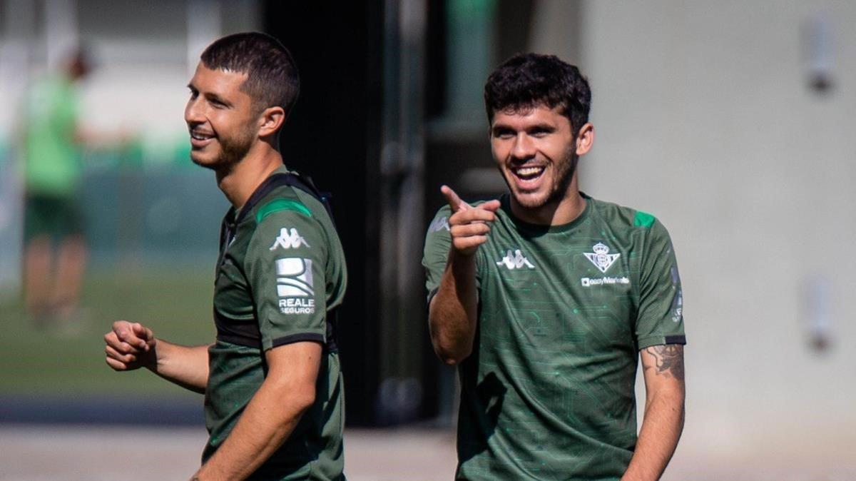 Aleñá, en un momento del último entrenamiento del Betis.