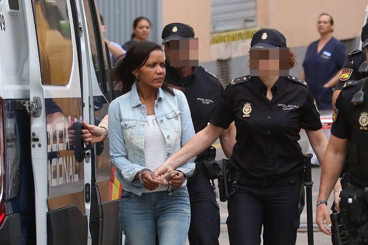 Ana Julia Quezada se dirige a la sala de vistas de la Audiencia de Almería, este miercoles.
